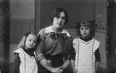Janina Tałat-Kiełpsz z córką i siostrzenicą